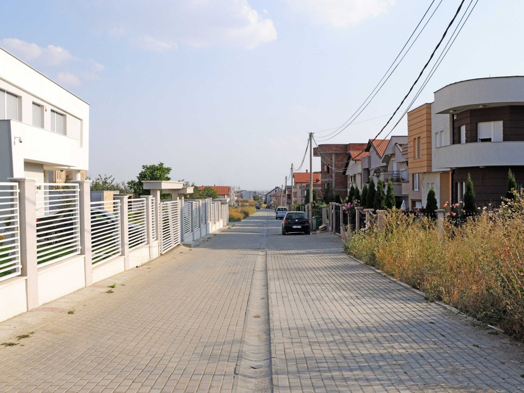 B-30-2-Buildings-adjacent-to-an-informal-shared-street